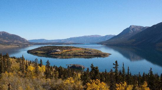 Dyea Dave Tours: One of the many lakes along the Klondike Highway