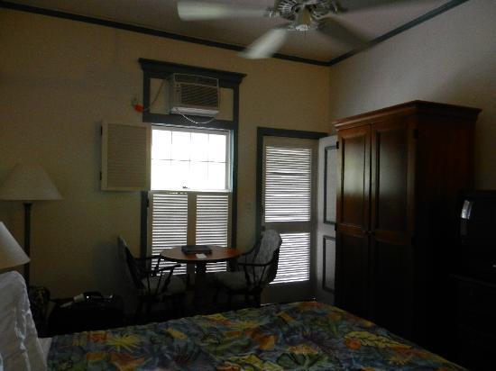 Best Western Pioneer Inn: door to balcony