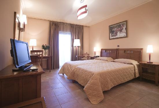Regina Dell Acqua Resort: room with twin beds