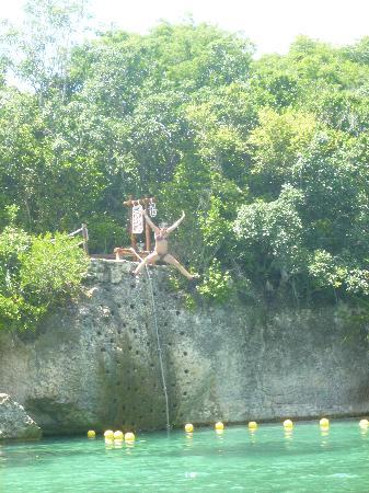 Xel-Ha Park: The cliff of courage