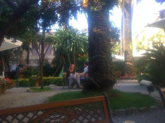 Alexander: giardino dell'hotel