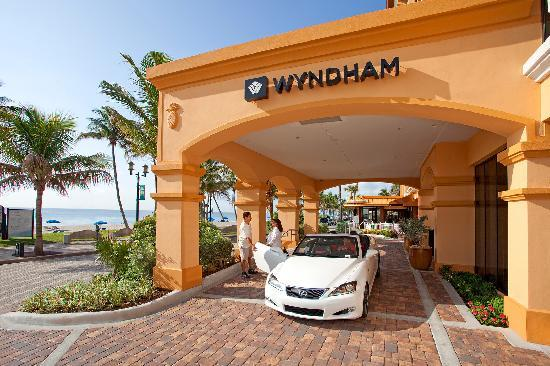 Wyndham Deerfield Beach Resort: Entrance with Valet or Self Parking