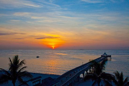Wyndham Deerfield Beach Resort: Sunrise from an Ocean Room