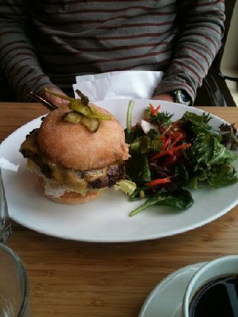 Hotel Bellevue: 日曜日の朝はレストランがクローズしていたのでジムに隣接したカフェでの朝食