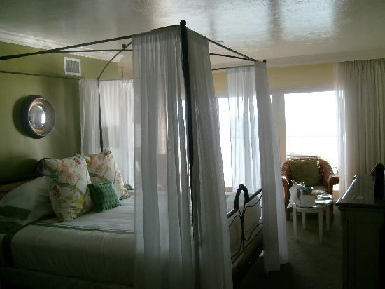 LaPlaya Beach & Golf Resort, A Noble House Resort: Four Poster bed