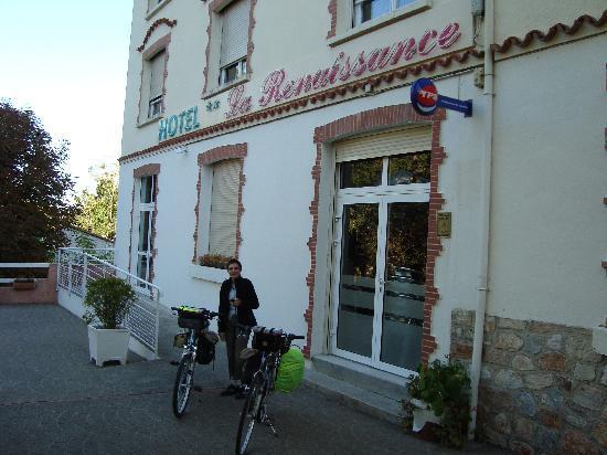 Logis La Renaissance: accès aux chambres près de l'entrée principale de l'hôtel