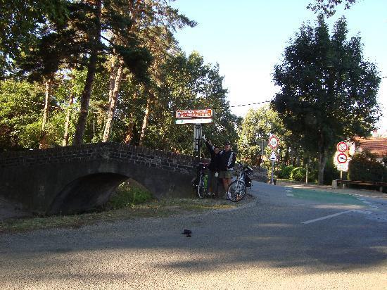 Logis La Renaissance: départ de la piste cyclable