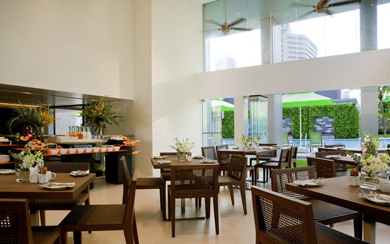 8 on Claymore Serviced Residences: Breakfast Lounge