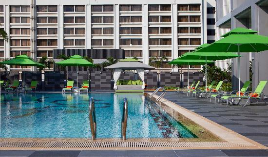 8 on Claymore Serviced Residences: Poolside Area