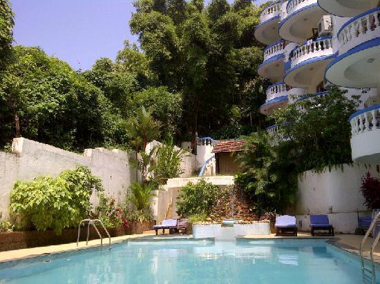 Karma Royal Monterio: Pool side