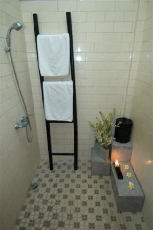 Santai Hotel: Take a look at the shower
