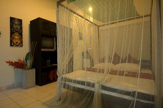 Santai Hotel: Take a look in the shower