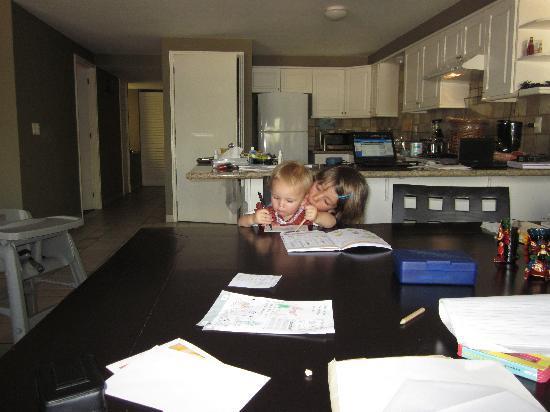 Dominion Corporate Suites: Arbeit und Familienleben mit Blick auf den Ruhebereich