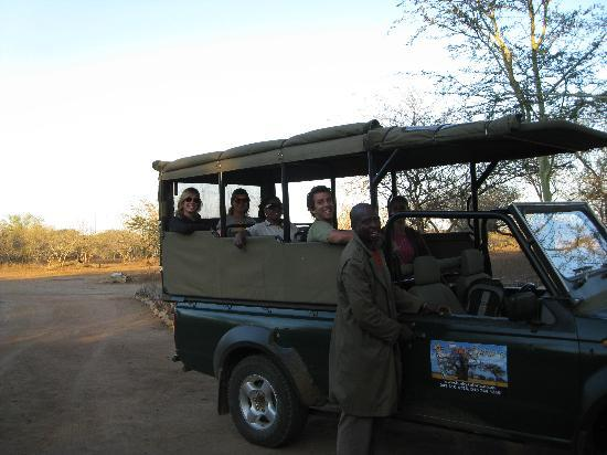 Funky Monkeys Backpackers & Safaris: Funky Safari's Guide and Open Vehicle