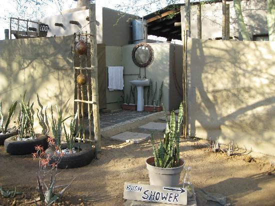 Funky Monkeys Backpackers & Safaris: Funky Safari Camp bush showers