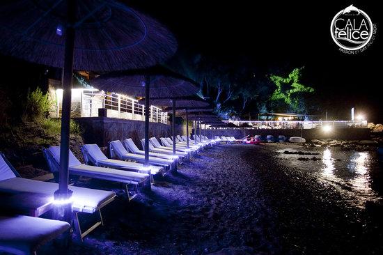 Cala Felice Beach Club: Panoramica notturna