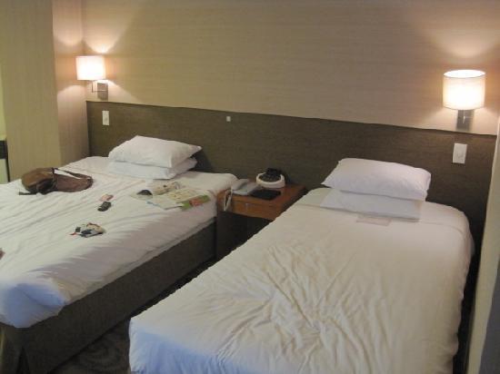 Savoy Hotel Seoul: 3人部屋はベッド2つでした