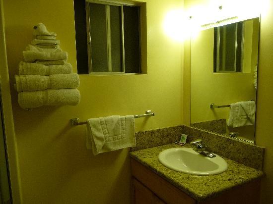 Silver Surf Motel - Bathroom