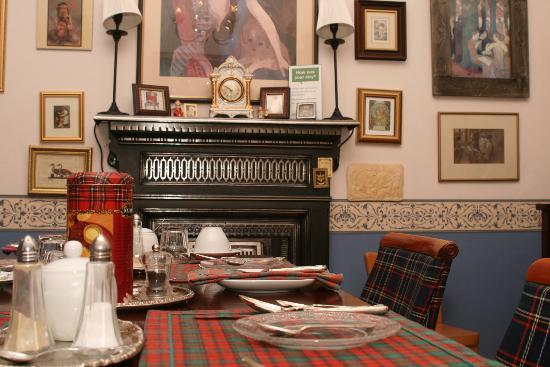 Blacket Garden Flat: Dining room