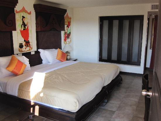 โรงแรมระมิง ลอดจ์: huge bed