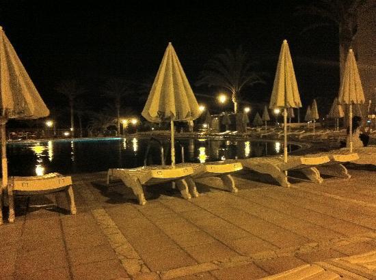 SBH Costa Calma Beach Resort : piscina sera