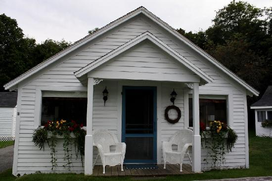 Bar Harbor Cottages and Suites: The exterior of the Victorian Cottage