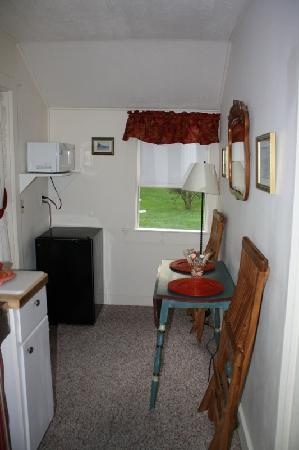 Bar Harbor Cottages and Suites: Dining area