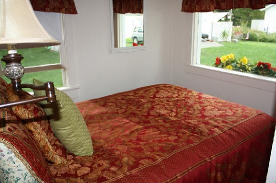 Bar Harbor Cottages and Suites: Bedroom