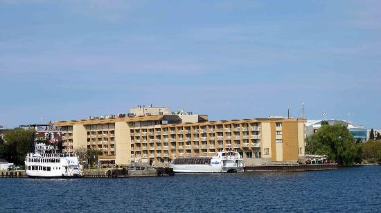 Holiday Inn Kingston - Waterfront: From the Wolfe Island Ferry 02