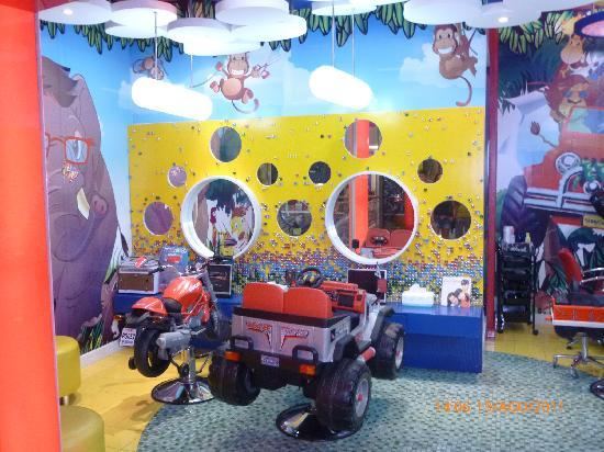 Atmosfear: kiddy cuts (inside Fx Mall)