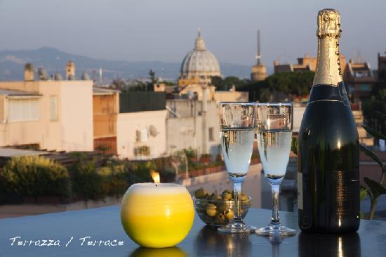 Grand Hotel Tiberio: View of St.Peter's Basilica from Terrace