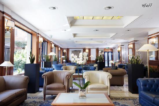 Grand Hotel Tiberio: Hall