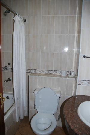 Boma Inn Nairobi: Red Court En Suite