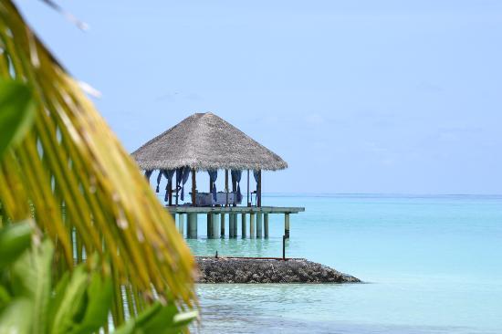 คุรามาธิ ไอแลนด์ รีสอร์ท: spa deck over the ocean