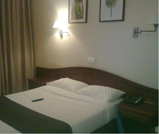 Hotel Cosmotel: letto camera 30