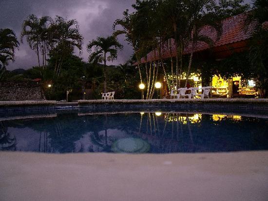 Hotel Villa Creole: la piscine le soir