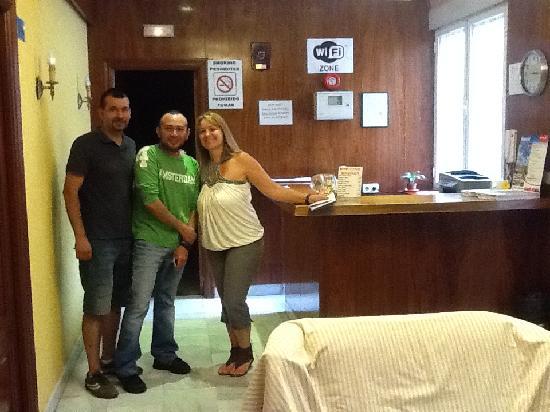 Hostal Acapulco: Con Marcos y Jose LUis , creo se llama ,  a mi llegada al Hostal