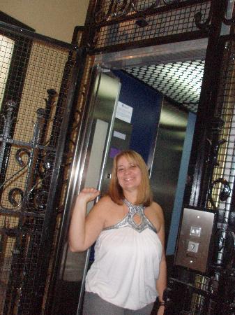Hostal Acapulco: En el elevador