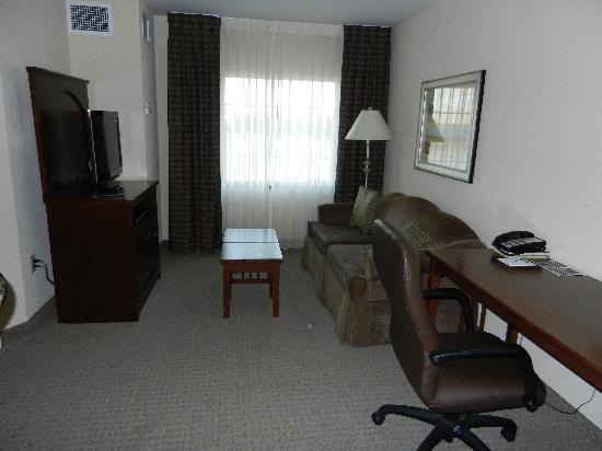 Staybridge Suites Great Falls: sitting area