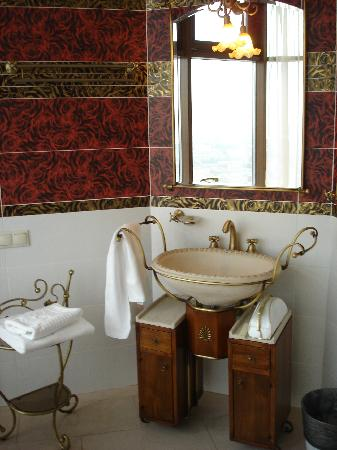 Triumph Palace Boutique Hotel: bathroom