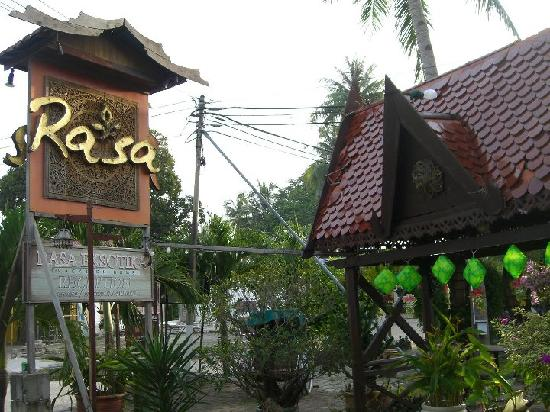 Rasa Eksotika Vacation Home : Rasa Restaurant - Receiption is behind this restaurant