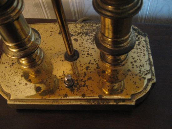 Millennium Hotel Durham: Rusted Desk Lamp
