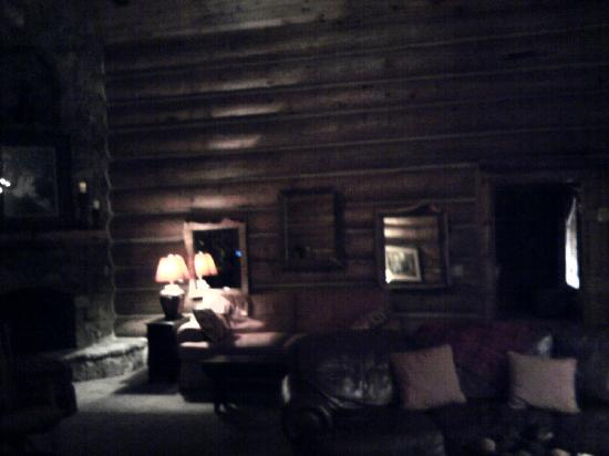Serenity in the Mountains Luxury Suites: relaxation lounge