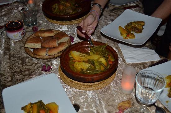 Riad 107: Un dîner sur la terrasse ...