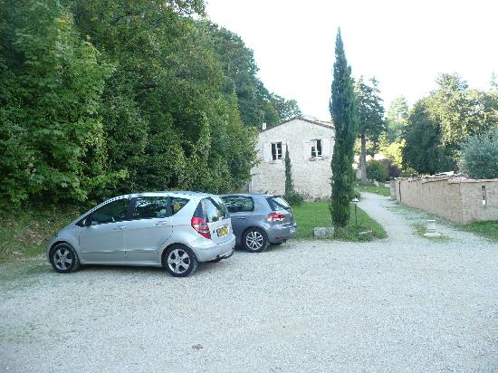 Le Logis Saint Martin: car parked