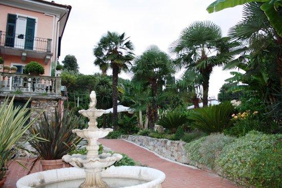 La Musa Guest House: parco di 5000 m2