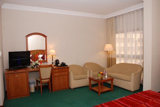 Sun & Sky Al Rigga Hotel: Suite