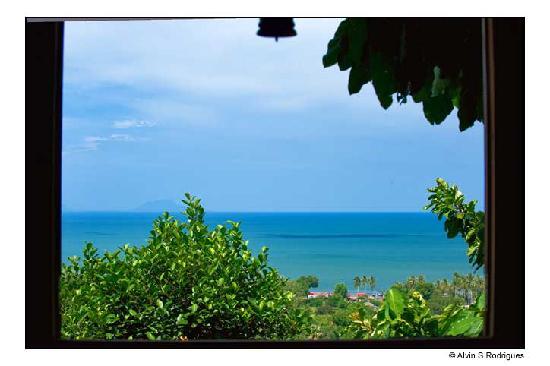 Le Bout du Monde - Khmer Lodge: Vue du golfe de Siam par la fenêtre de la suite Khmère