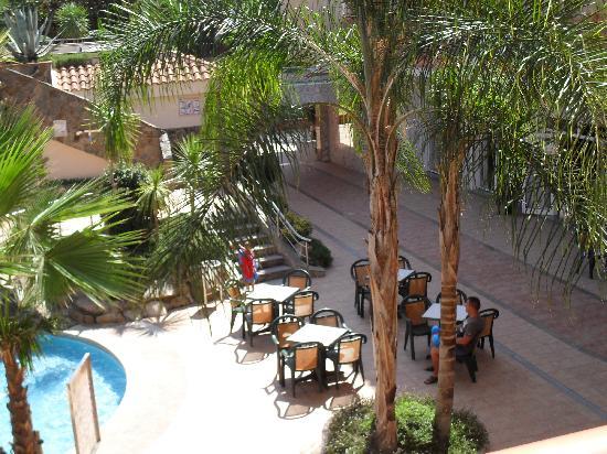 Sumus Hotel Monteplaya : outside bar area