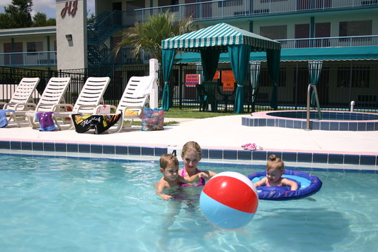 Howard Johnson Inn - Ocala FL: Bring the whole family and soak up the Florida sun in the hotel's large heated pool.